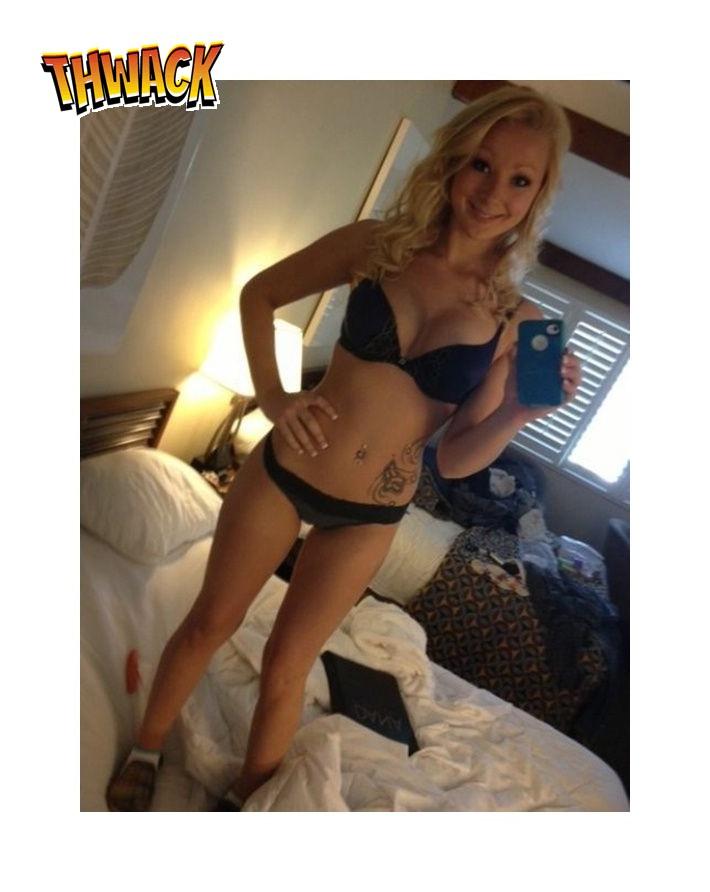 Blondje maakt selfie in haar slipje en bh!